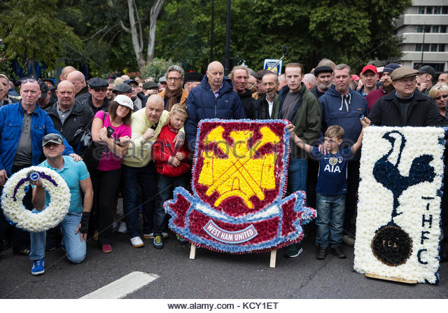 llondon-uk-7th-october-2017-thousands-of-supporters-of-the-football-kcy1et