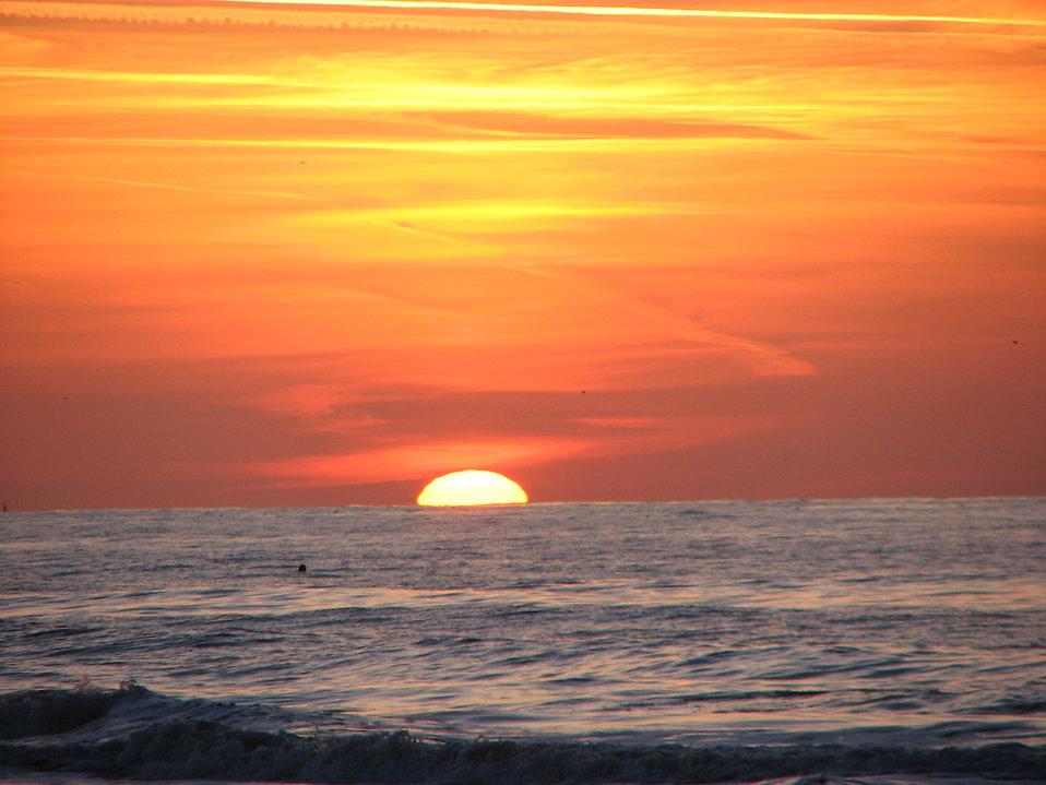17836-sun-setting-over-the-ocean-pv