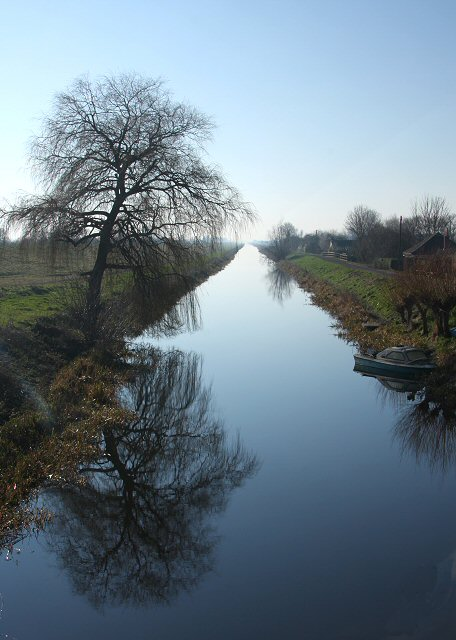 Old_Bedford_River_at_Welney_-_geograph.org.uk_-_688607