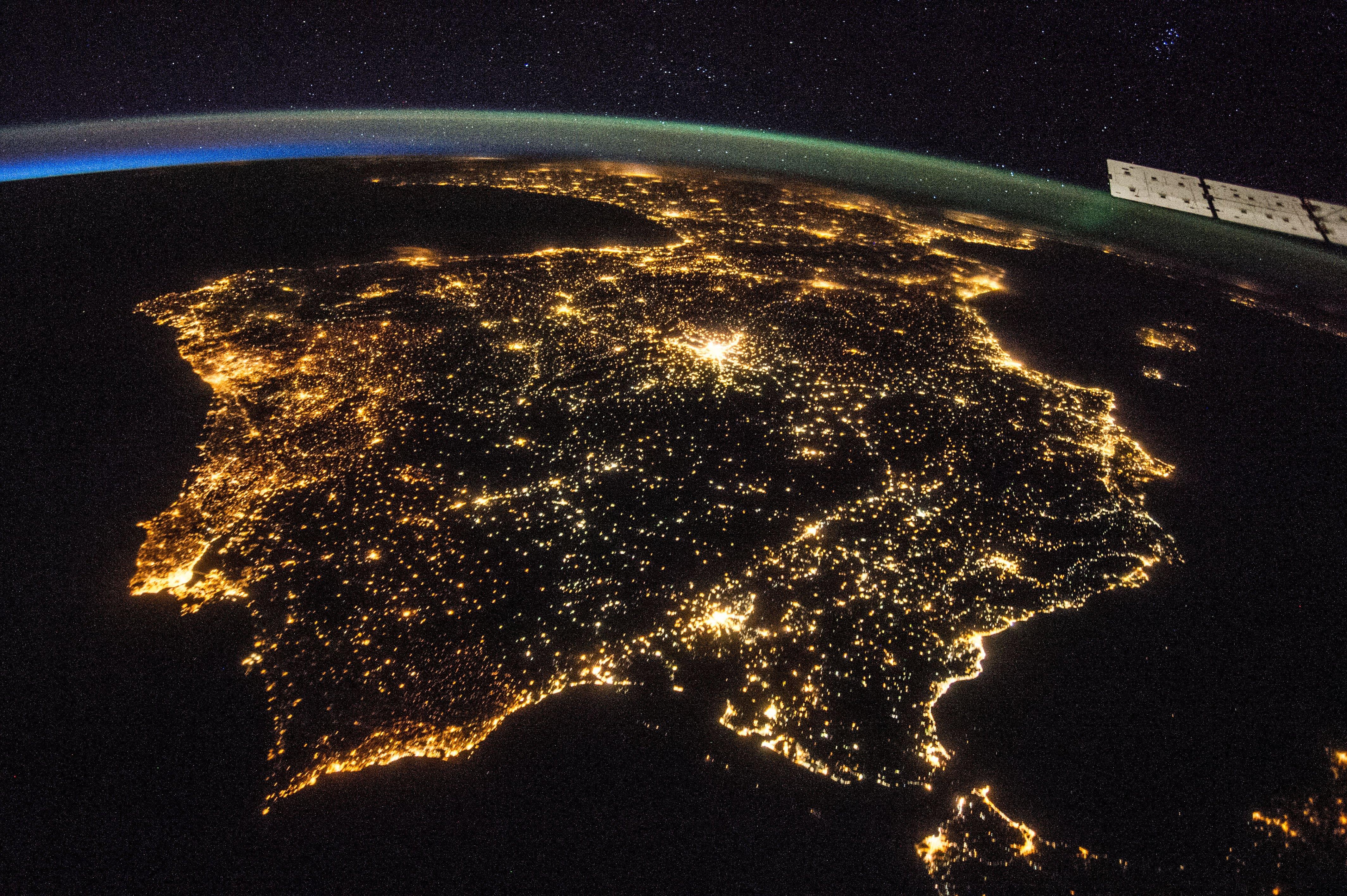 spain-europe-from-space-at-night-nasa.jpg